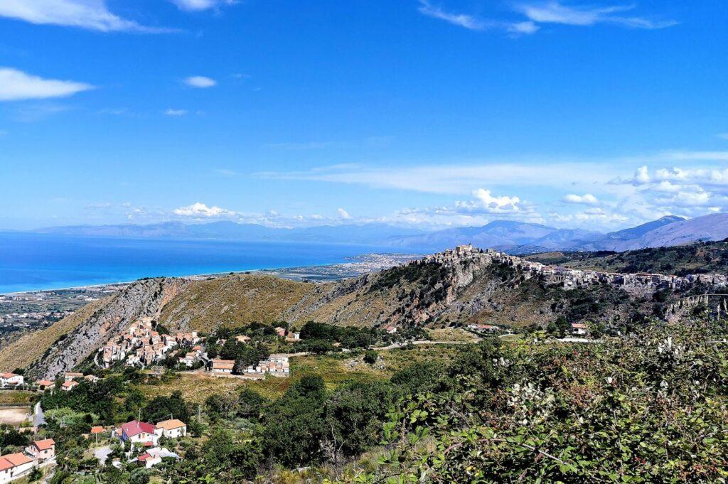 miejscowość Grisolia w której znajduje się Casa Felice Calabria, noclegi we Włoszech u Polaków