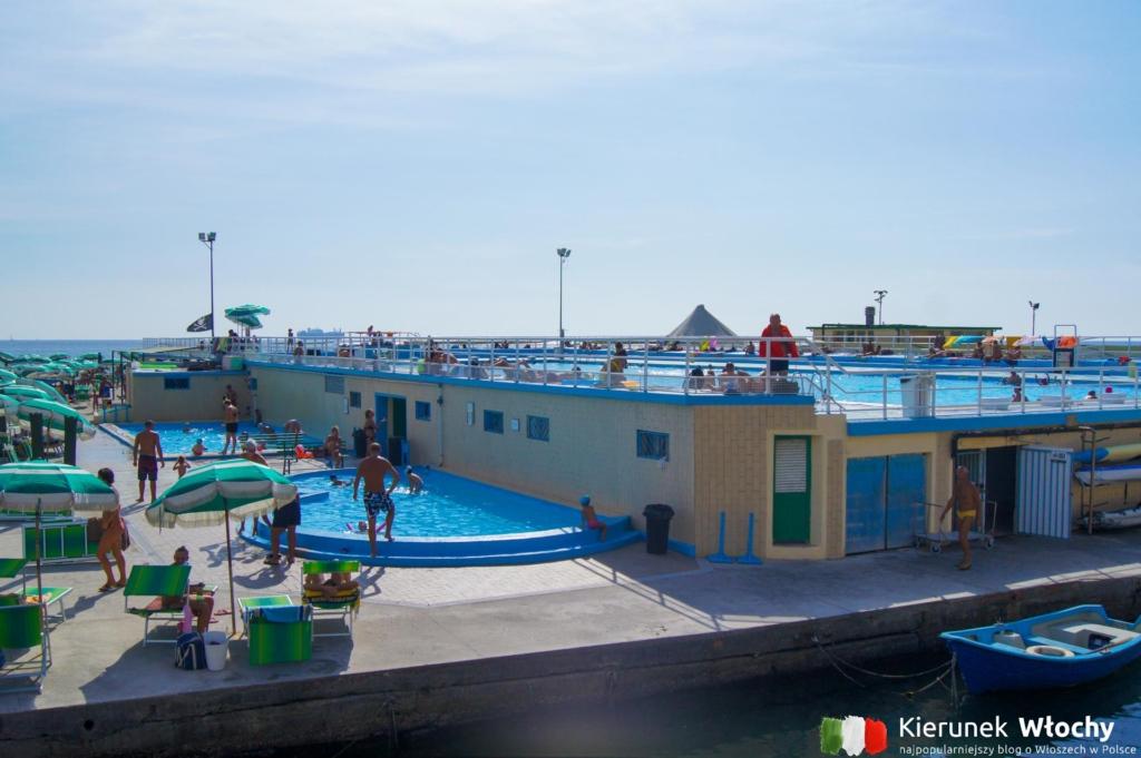 kąpielisko naprzeciw Grand Hotelu (fot. Łukasz Ropczyński, kierunekwlochy.pl)