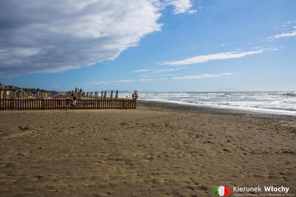 plaża w Marina di Castagneto Carducci, Toskania, Włochy (fot. Łukasz Ropczyński, kierunekwlochy.pl)
