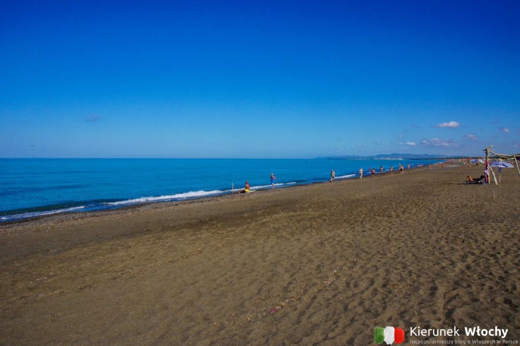 dzika plaża w północnej części Marina di Castagneto Carducci, Toskania, Włochy (fot. Łukasz Ropczyński, kierunekwlochy.pl)