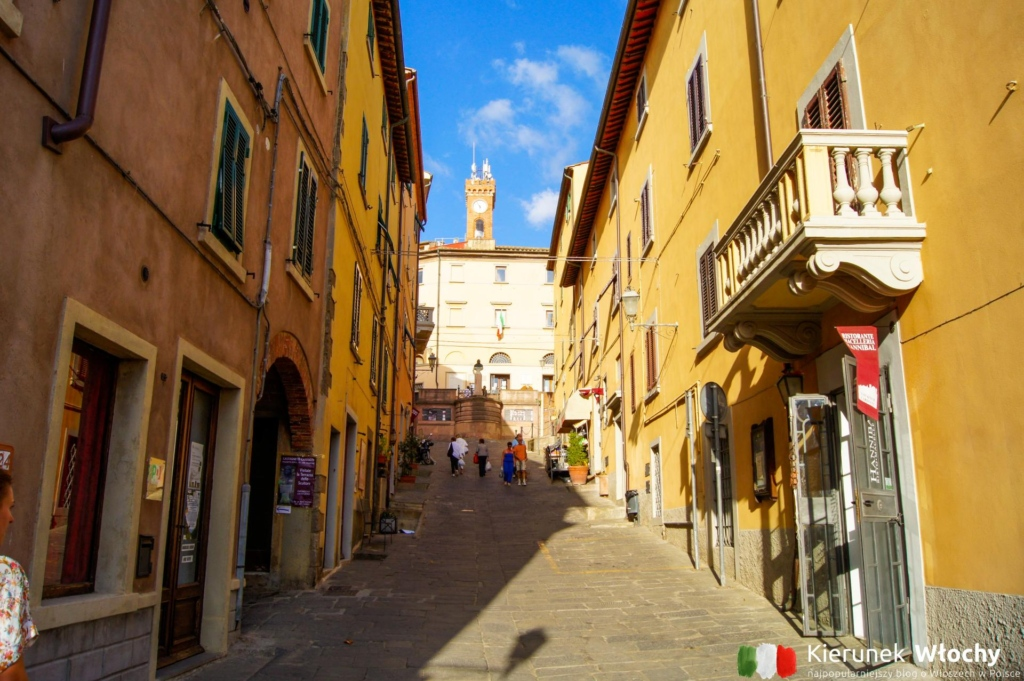 historyczne centrum Castagneto Carducci, Włochy (fot. Łukasz Ropczyński, kierunekwlochy.pl)