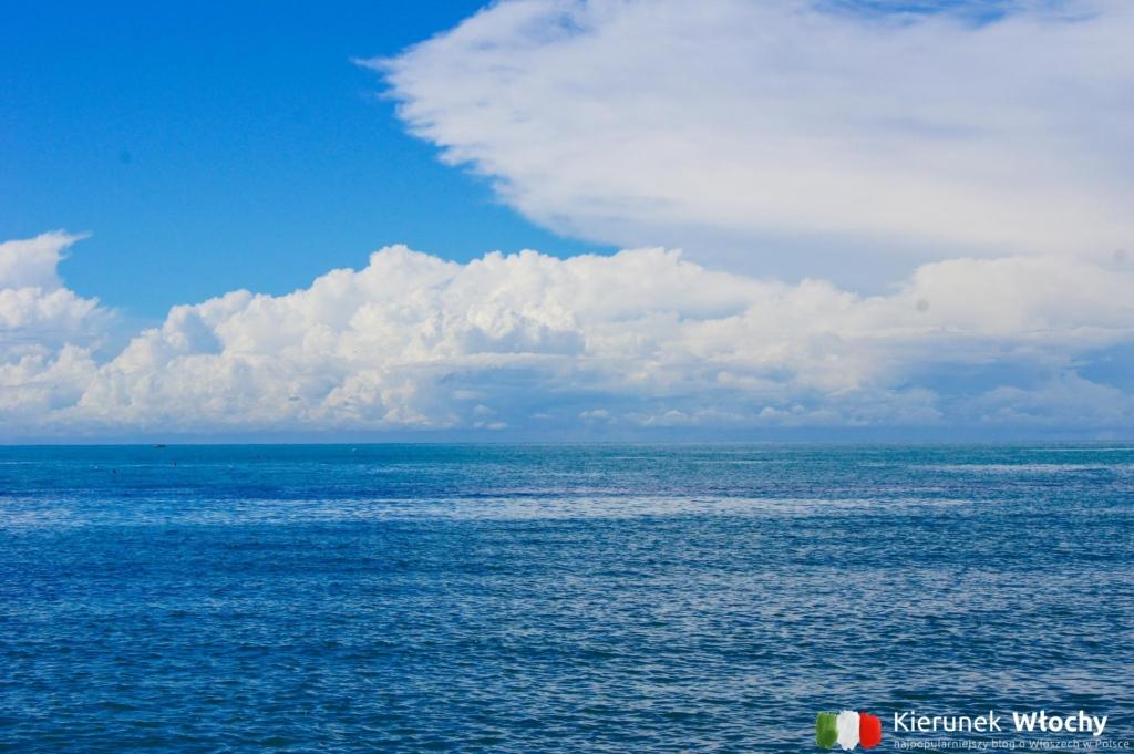 spokojne morze w trakcie odpływu (fot. Łukasz Ropczyński, kierunekwlochy.pl)