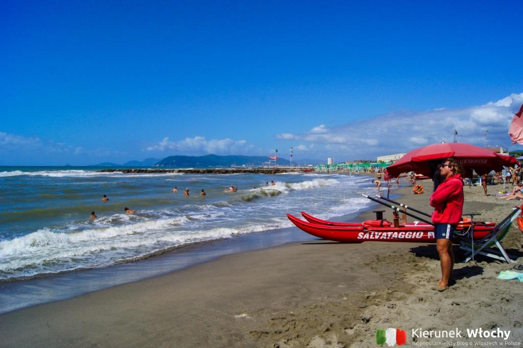 plaża w Marina di Massa, wybrzeże Toskanii, Włochy (fot. Łukasz Ropczyński, kierunekwlochy.pl)