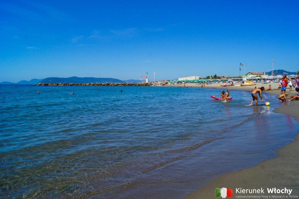 plaża w Marina di Massa, Włochy (fot. Łukasz Ropczyński, kierunekwlochy.pl)