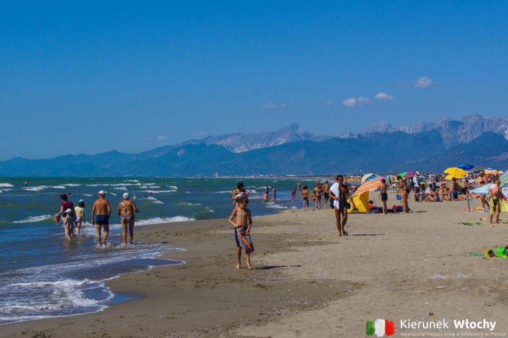 plaża w Marina di Torre del Lago Puccini, Włochy (fot. Łukasz Ropczyński, kierunekwlochy.pl)