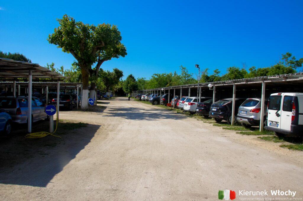 parking w Punta Sabbioni, Włochy (fot. Łukasz Ropczyński, kierunekwlochy.pl)