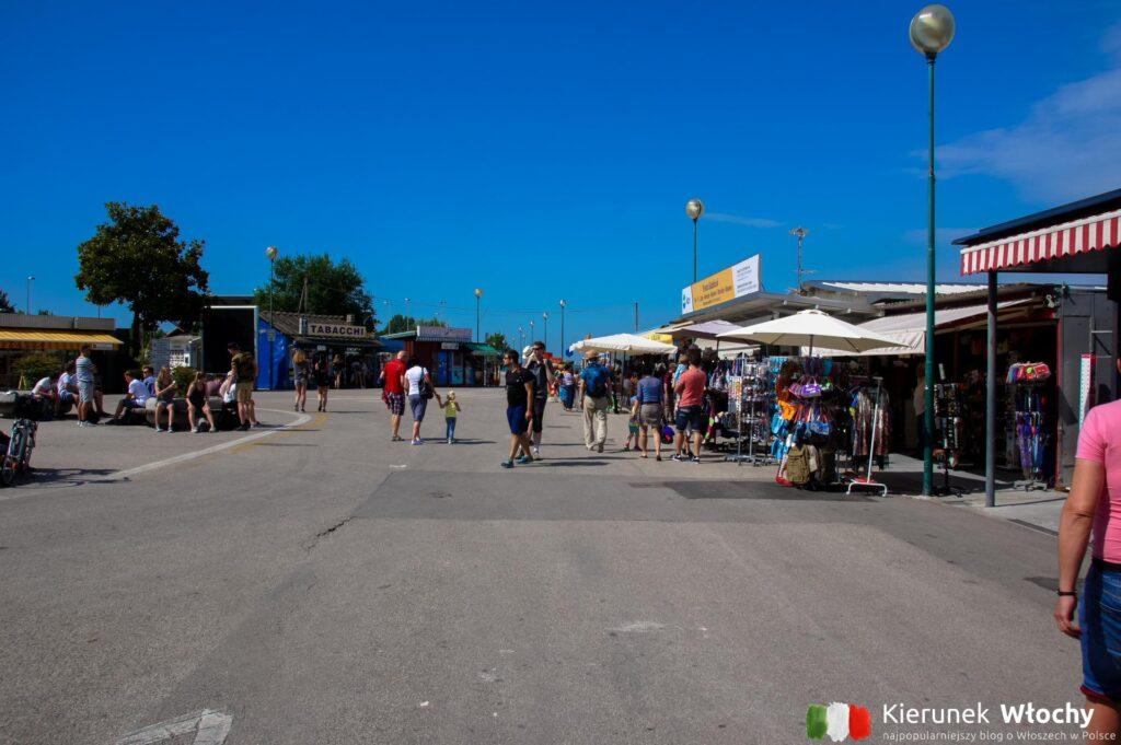 Piazzale Punta Sabbioni przy którym znajduje się przystań (fot. Łukasz Ropczyński, kierunekwlochy.pl)