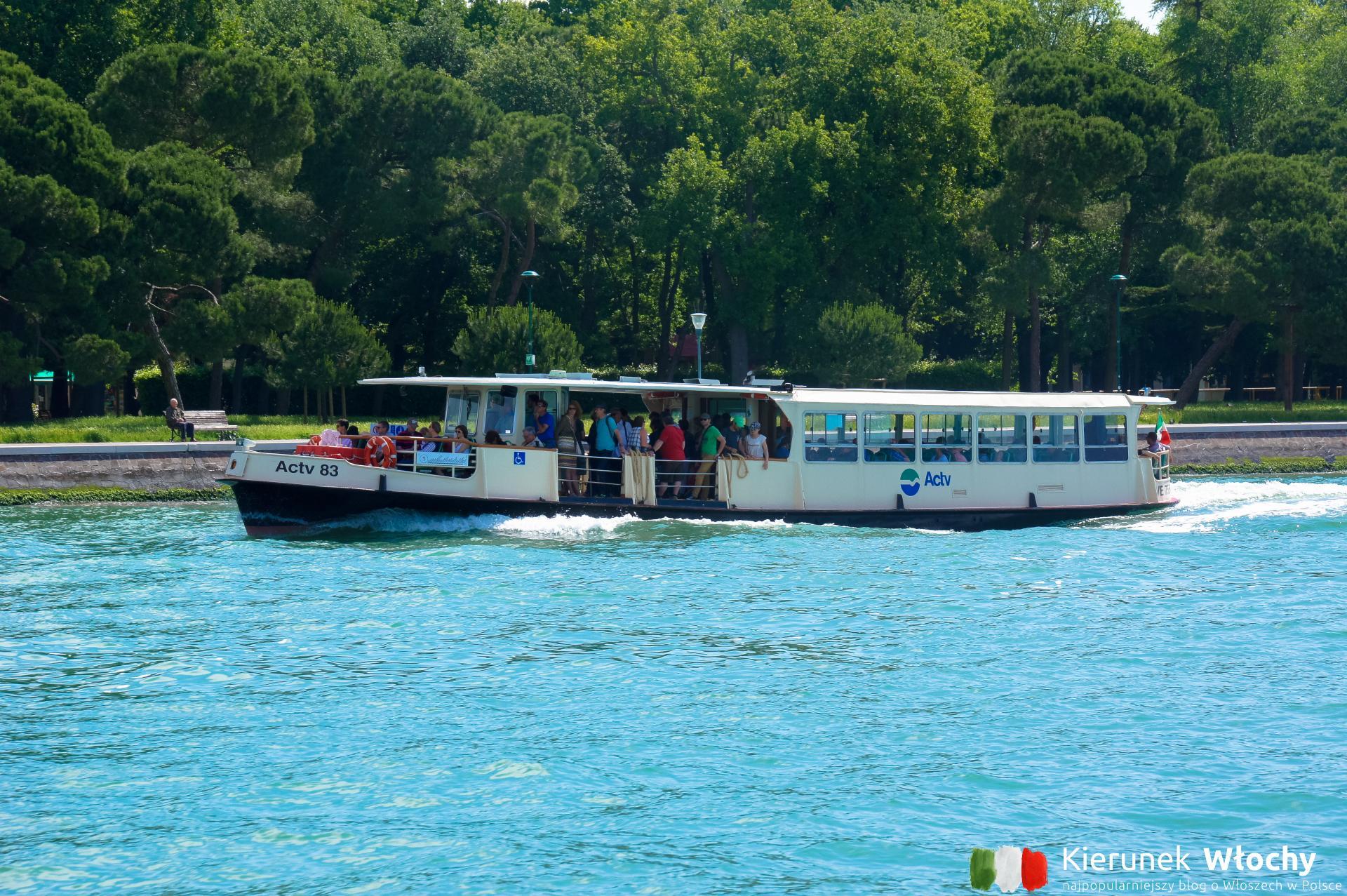 Jak dopłynąć statkiem z Punta Sabbioni do Wenecji? Do wyboru są tramwaje wodne miejskiego przewoźnika ACTV lub prywatne statki Il Doge di Venezia