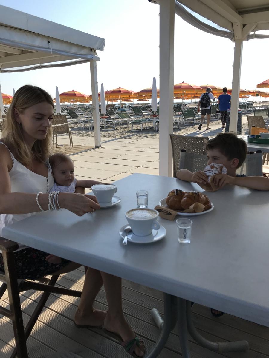 ceny we Włoszech, bar przy plaży w Lido di Dante (fot. Ł. Ropczyński, kierunekwlochy.pl)