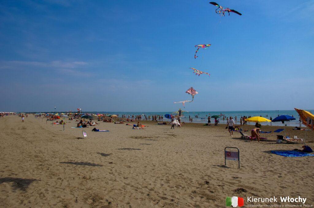 plaża w Caorle, wybrzeże Adriatyku, Włochy (fot. Łukasz Ropczyński, kierunekwlochy.pl)