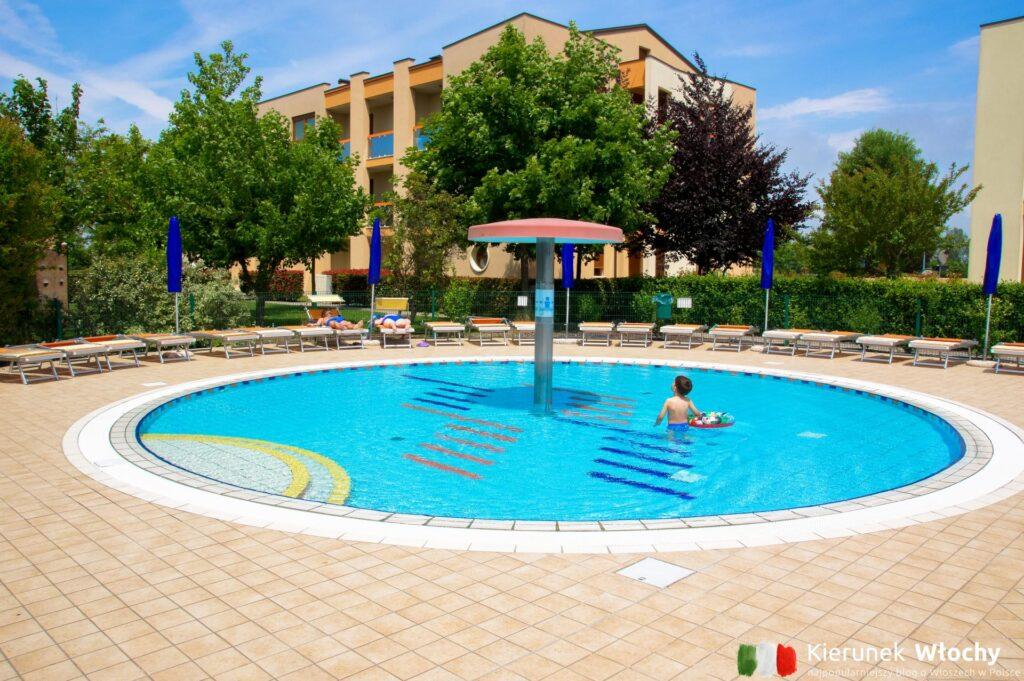 basen dla dzieci przy rezydencji Ginepri w Caorle Lido Altanea, Veneto, Włochy (fot. Łukasz Ropczyński, kierunekwlochy.pl)
