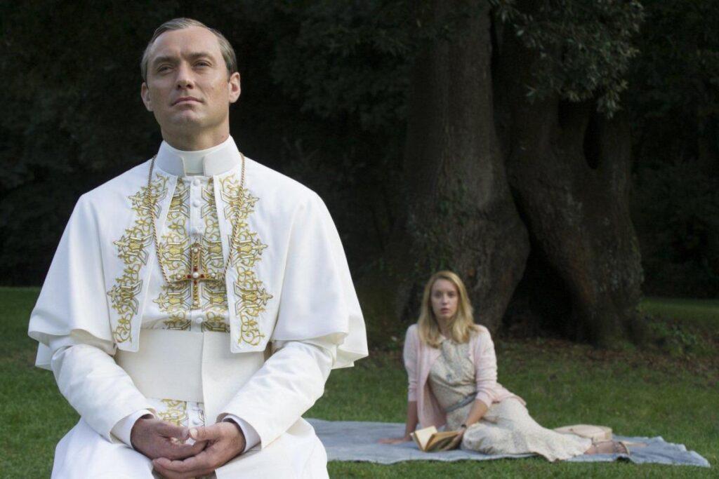 """kadr z serialu """"Młody papież"""""""