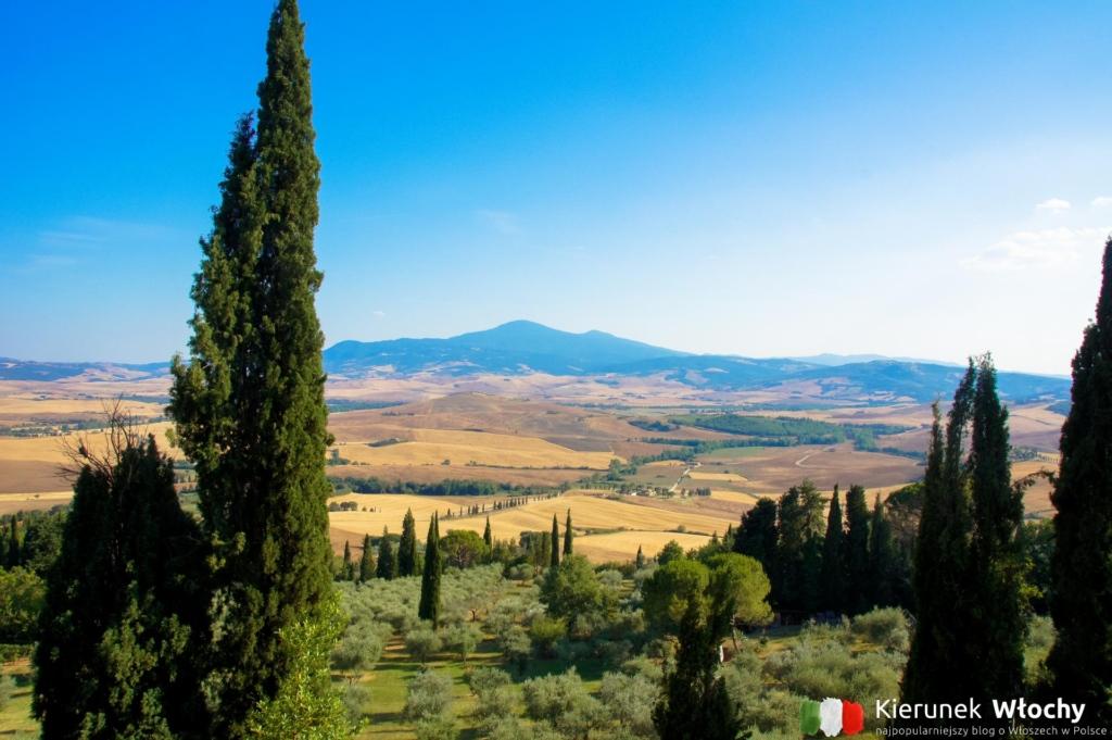widok z miasteczka Pienza na wzgórza Val d'Orcia, Toskania, Włochy (fot. Łukasz Ropczyński, kierunekwlochy.pl)
