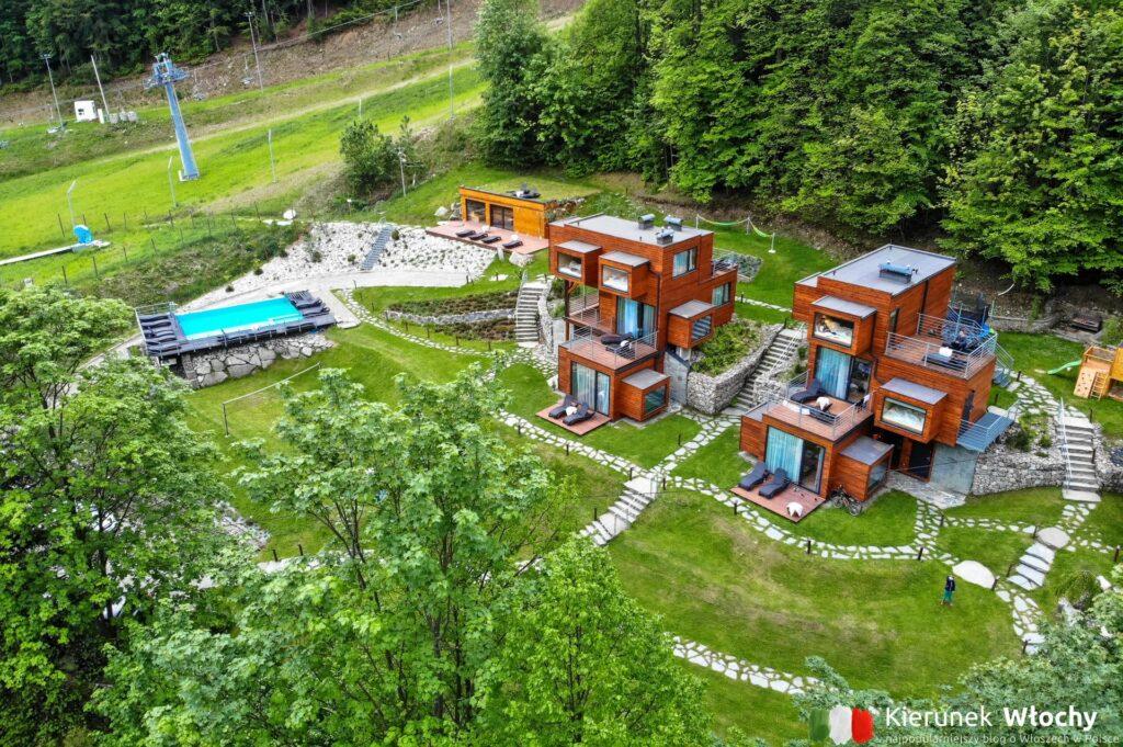 Apartamenty Szuflandia w Wiśle położone są pośrodku lasu, tuż obok stoku narciarskiego (fot. Łukasz Ropczyński, kierunekwlochy.pl)