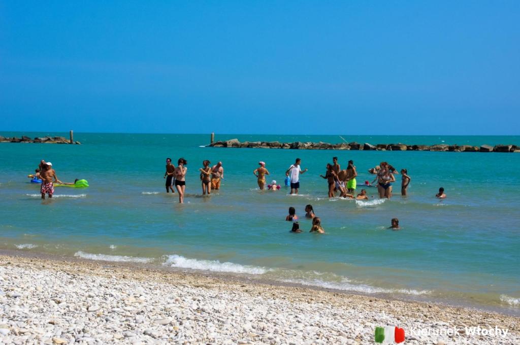poranny Aqua Aerobic na Girasole Eco Family Village - kemping nad Adriatykiem (fot. Łukasz Ropczyński, kierunekwlochy.pl)