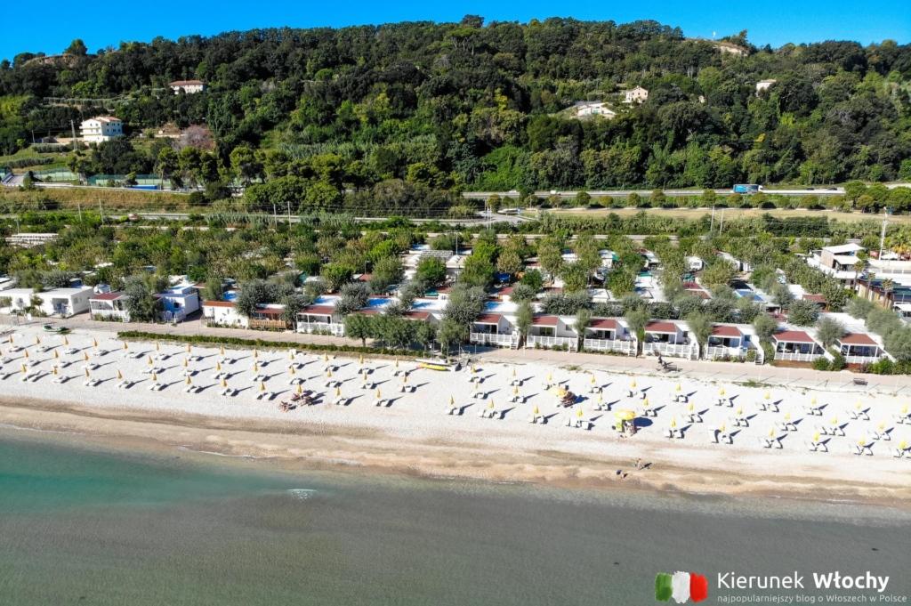 widok z drona na Girasole Eco Family Village (fot. Ł. Ropczyński, kierunekwlochy.pl)