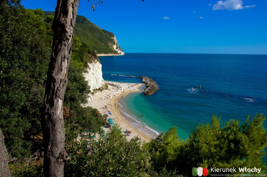 plaża w Sirolo, Marche, Włochy (fot. Łukasz Ropczyński, kierunekwlochy.pl)