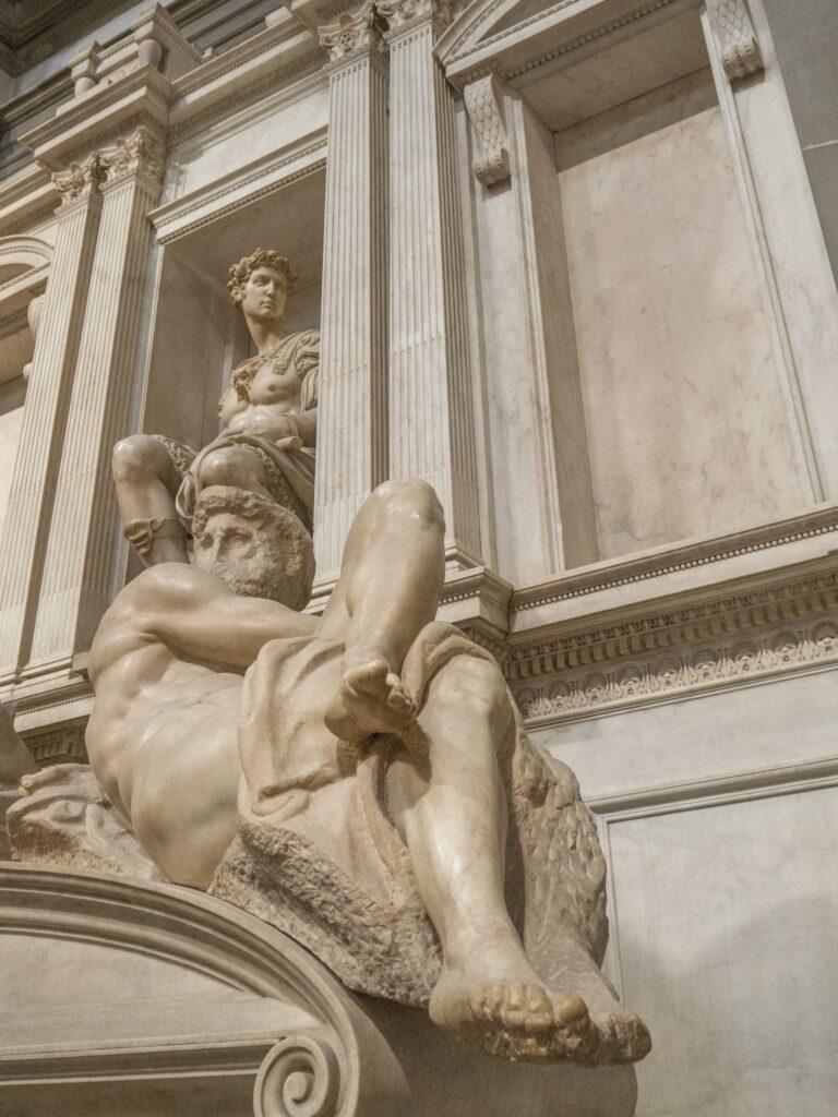 Michał Anioł Buonarroti, Nagrobek Giuliana Medyceusza, Księcia Nemours z alegorią Dnia, 1520-1532, Nowa Zakrystia, Florencja