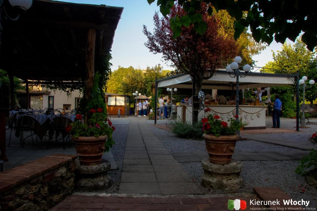 dziedziniec restauracji Amor Divino (fot. Łukasz Ropczyński, kierunekwlochy.pl)