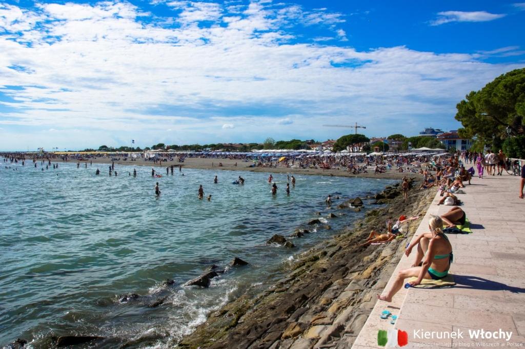 plaża Costa Azzurra w zachodniej części Grado, Włochy (fot. Łukasz Ropczyński, kierunekwlochy.pl)