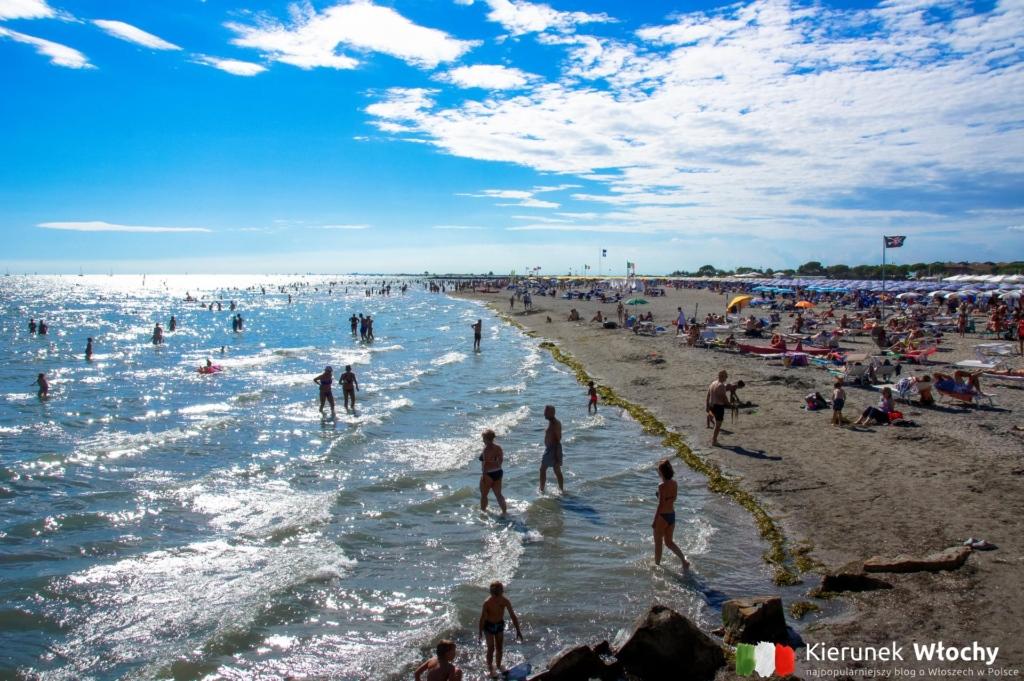 Plaża Costa Azzura - płatna i darmowa w zachodniej części Grado, Włochy (fot. Łukasz Ropczyński, kierunekwlochy.pl)