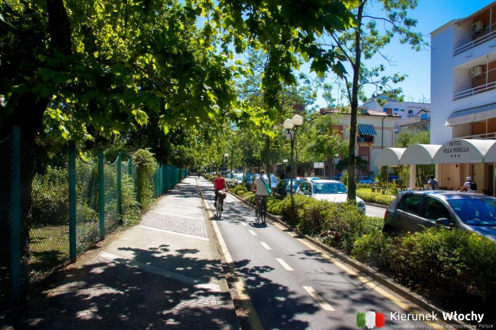 ścieżka rowerowa w stronę dzielnicy Pineta (fot. Łukasz Ropczyński, kierunekwlochy.pl)