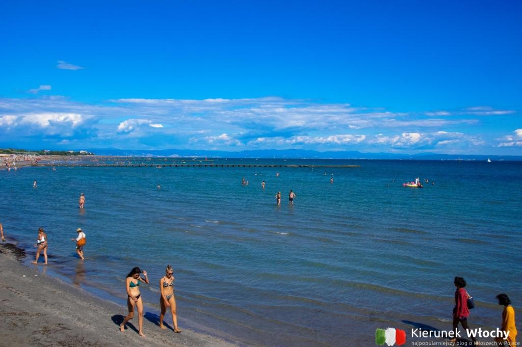 morze jest tu płytkie - idealne dla dzieci (fot. Łukasz Ropczyński, kierunekwlochy.pl)