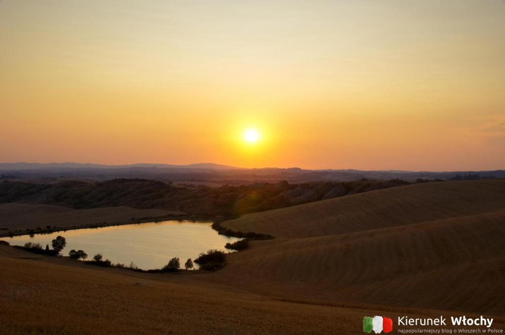 zachód słońca kilkanaście kilometrów od Sieny, Toskania, Włochy (fot. Ł. Ropczyński, kierunekwlochy.pl)