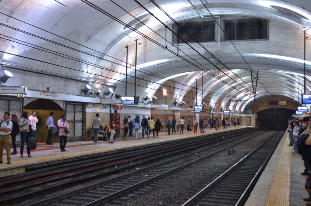 metro w Rzymie - linia B (fot. Juan Enrique Gilardi)