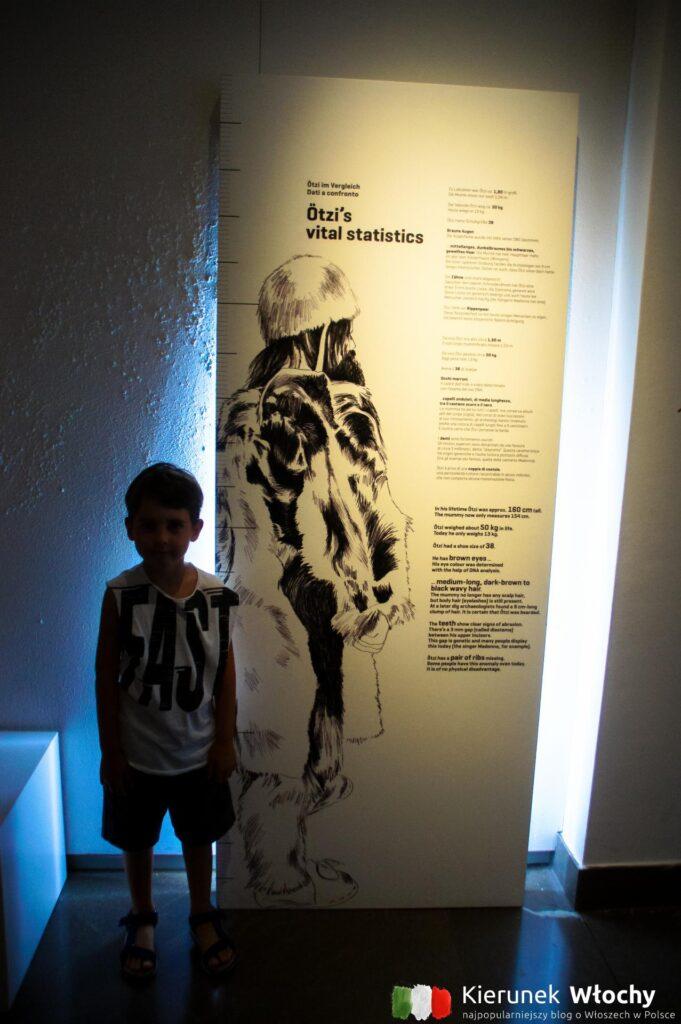Natan sprawdzał czy Ötzi był sporo wyższy (fot. Ł. Ropczyński, kierunekwlochy.pl)