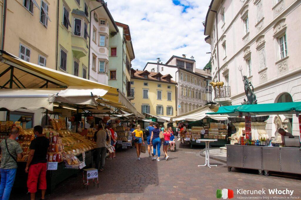 stragany przy Piazza Erbe, Bolzano, Południowy Tyrol, Włochy (fot. Ł. Ropczyński, kierunekwlochy.pl)