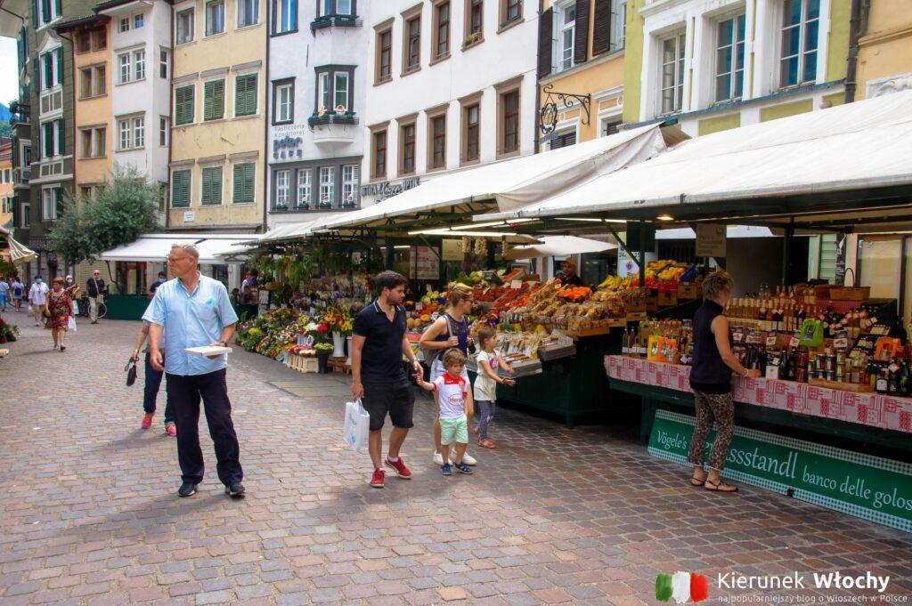 stragany przy Piazza delle Erbe, Bolzano, Południowy Tyrol, Włochy (fot. Ł. Ropczyński, kierunekwlochy.pl)