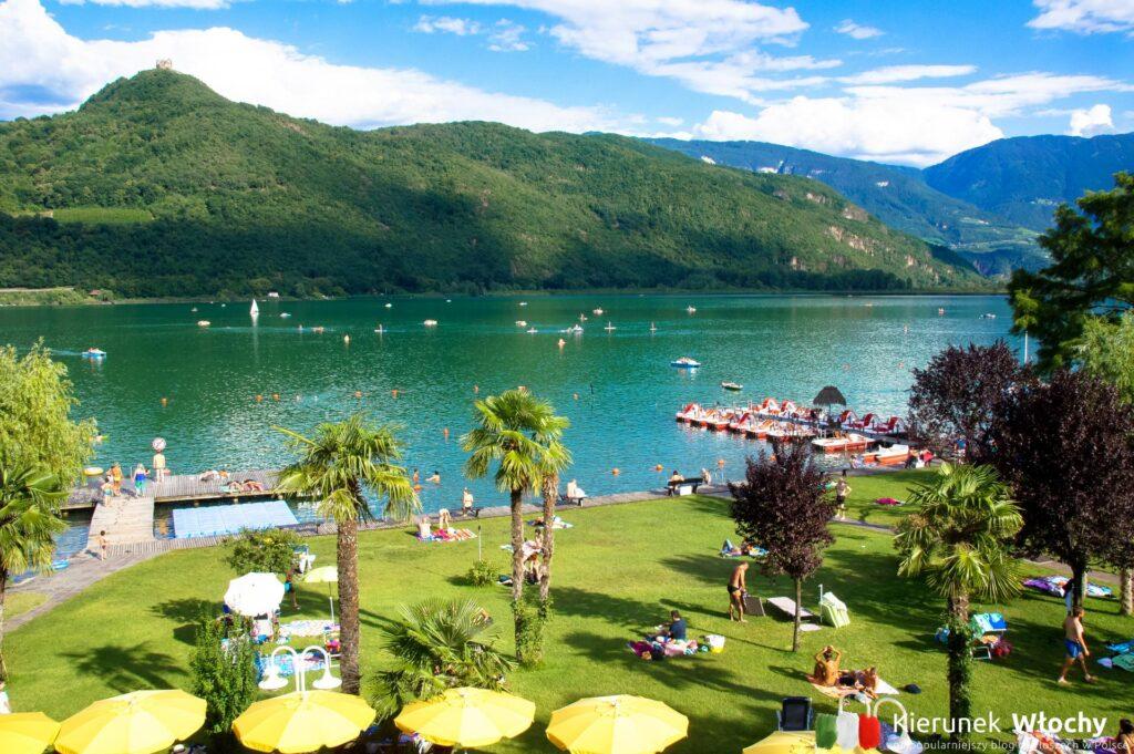 plaża nad jeziorem Kalterer See / Lago di Caldaro, Południowy Tyrol, Włochy (fot. Ł. Ropczyński, kierunekwlochy.pl)