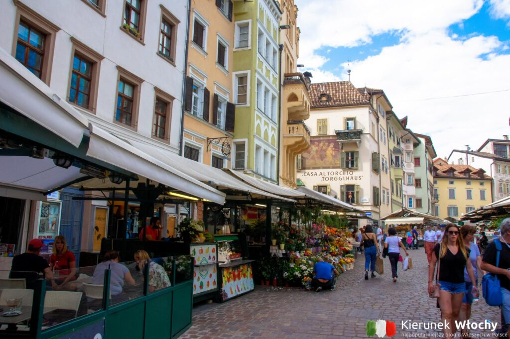 Piazza delle Erbe, Bolzano, Południowy Tyrol, Włochy (fot. Ł. Ropczyński, kierunekwlochy.pl)