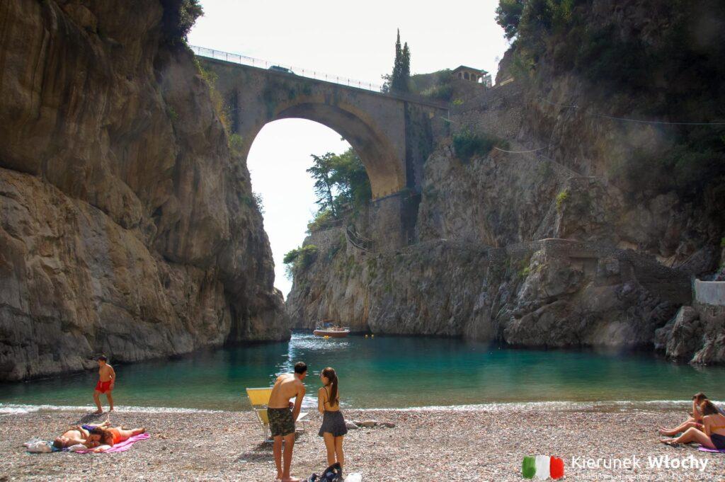 Plaża Fiordo di Furore, Wybrzeże Amalfi, Włochy (fot. Łukasz Ropczyński, kierunekwlochy.pl)