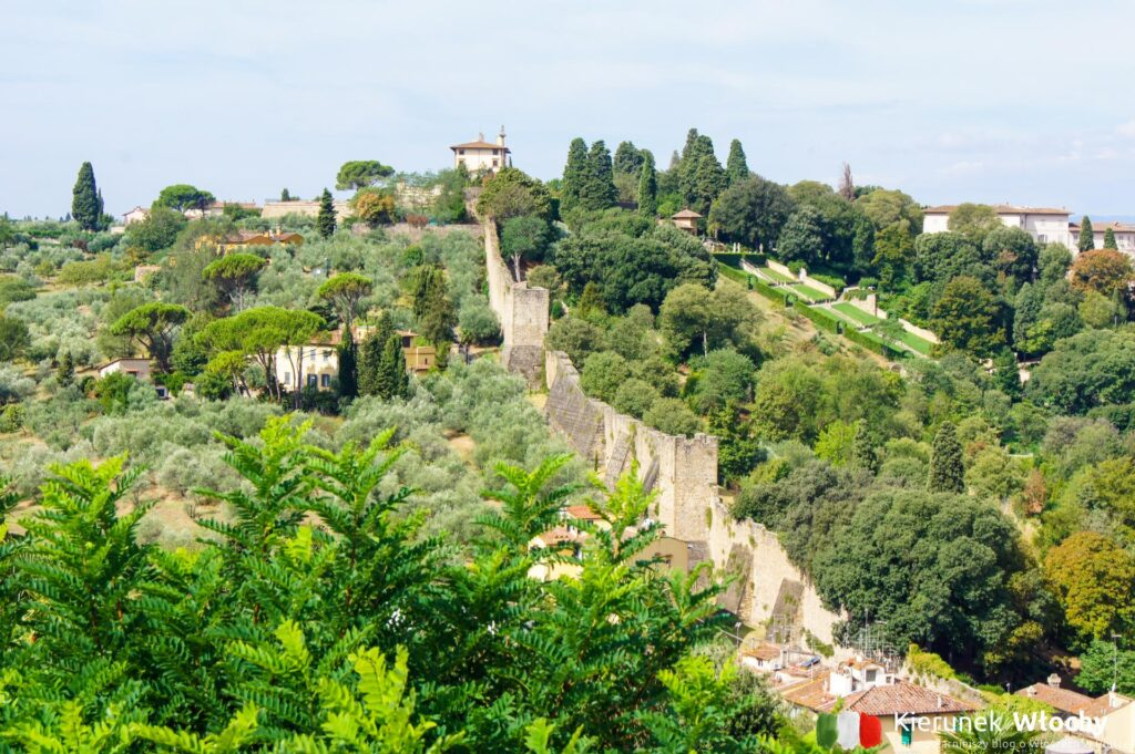 zabytkowe mury obronne Florencji (fot. Ł. Ropczyński, kierunekwlochy.pl)