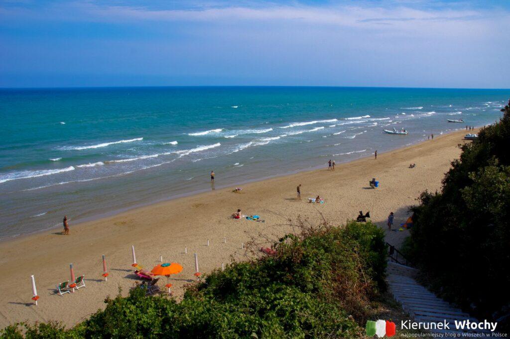 plaża w San Menaio, Apulia, Włochy (fot. Ł. Ropczyński, kierunekwlochy.pl)
