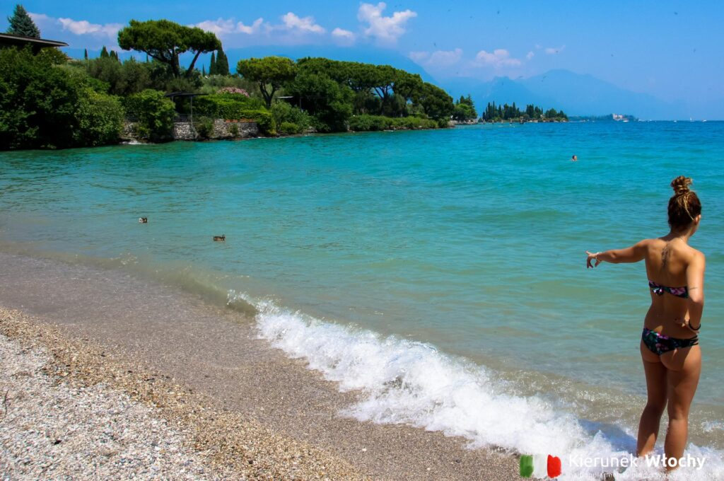pogoda nad jeziorem Garda, na zdjęciu plaża w okolicy Manerba del Garda (fot. Ł. Ropczyński, kierunekwlochy.pl)