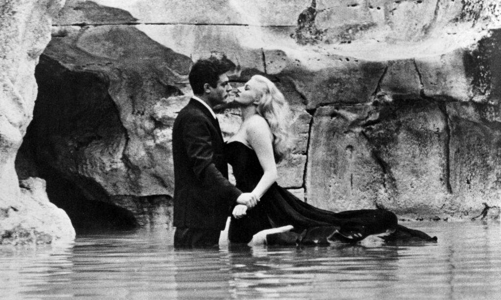 kadr z filmu La dolce vita - Marcello Mastroianni (jako Marcello Rubini) i Anita Ekberg (Sylvia)