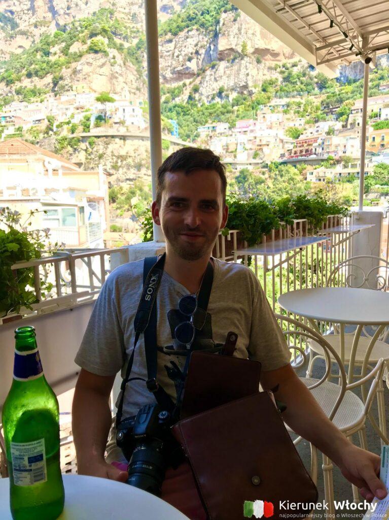 tak wyglądałem po przejściu w upale Positano wzdłuż i wszerz. Szybkie panini, zimne piwo i dalej w drogą na podóbj Wybrzeża Amalfi (fot. Joanna Ropczyńska, kierunekwlochy.pl)