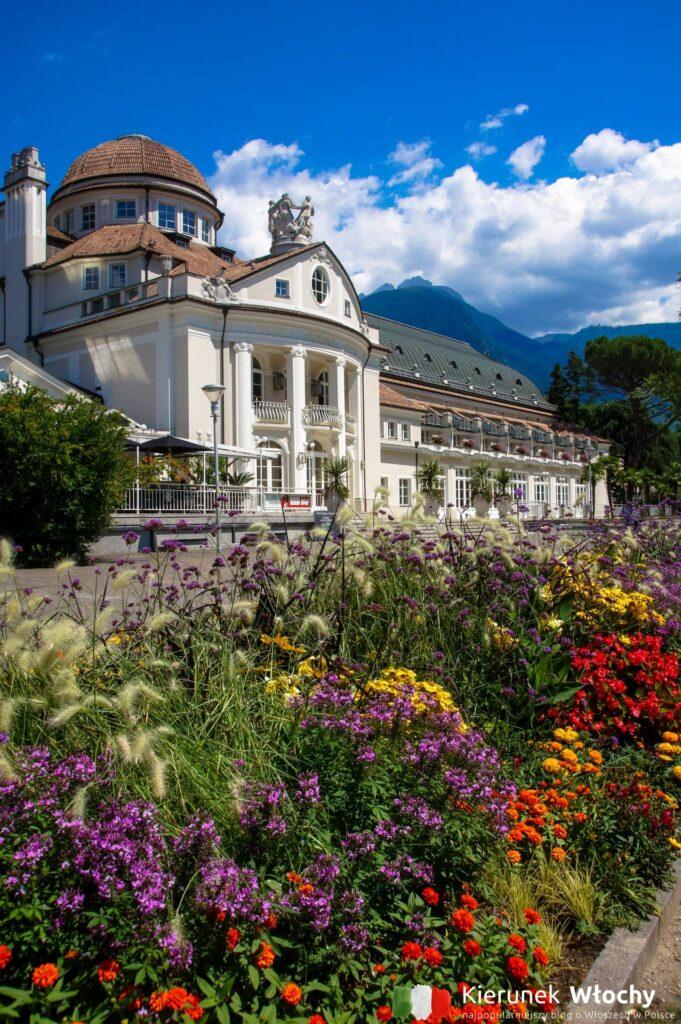 dom zdrojowy Kurhaus, jeden z najpiękniejszych budynków w Merano, Południowy Tyrol, Włochy (fot. Ł. Ropczyński, kierunekwlochy.pl)
