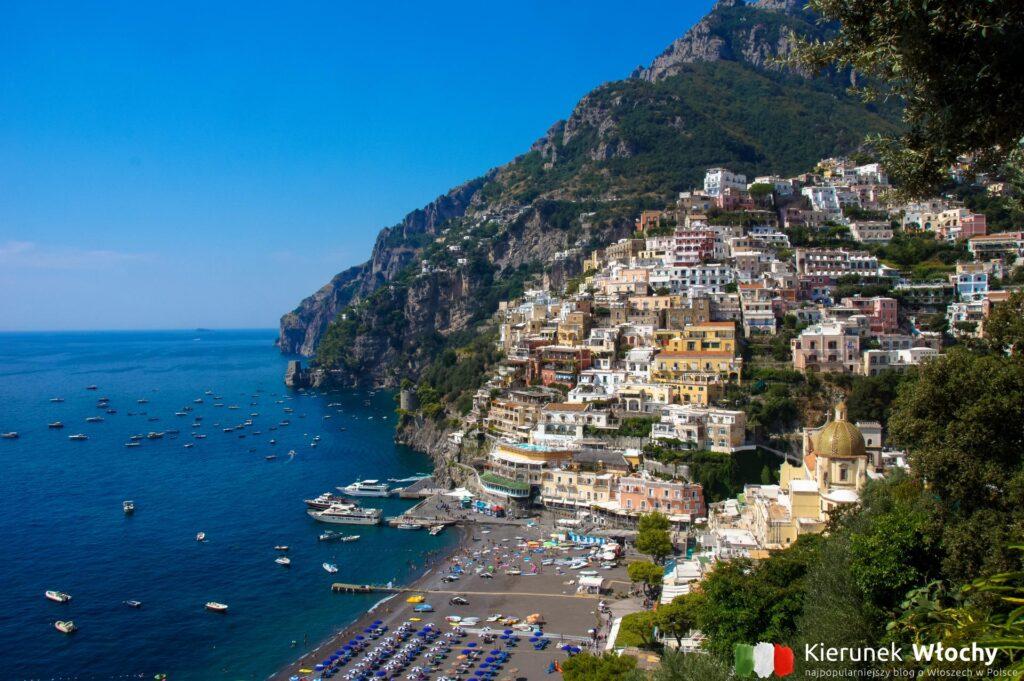 lustrzanka + statyw to zestaw obowiązkowy bez którego nie wychodzimy zwiedzać ? na zdjęciu Positano, wybrzeże Amalfi, wrzesień 2020 r. (fot. Ł. Ropczyński, kierunekwlochy.pl)