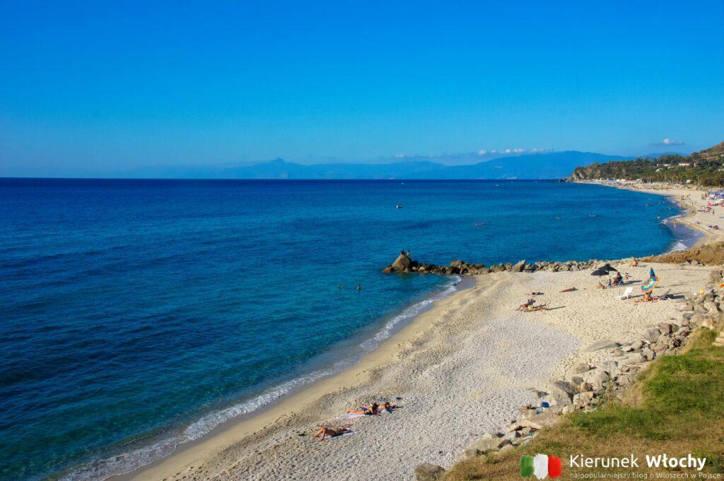 Plaża w północnej części miasta / Costa dei Monaci, Parghelia, Kalabria, Włochy (fot. Łukasz Ropczyński, kierunekwlochy.pl)