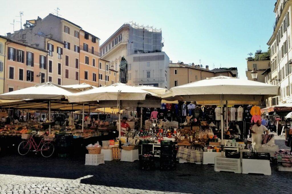Campo de' Fiori w Rzymie, Włochy (fot. Slices of Light)