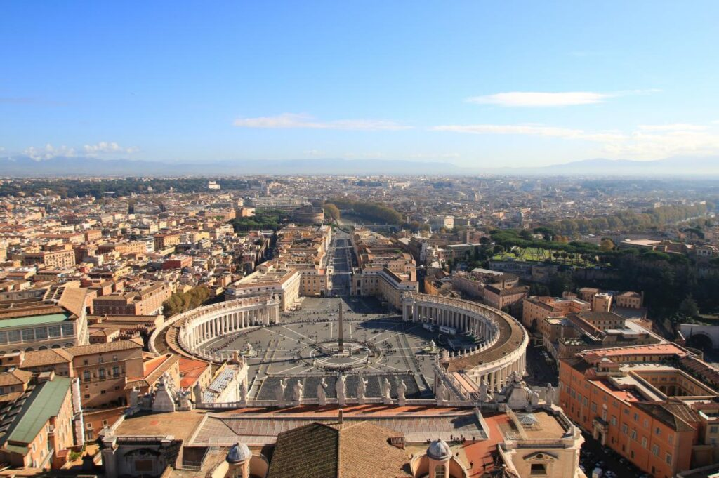 widok z kopuły Bazyliki św. Piotra na Rzym i Watykan (fot. mau)
