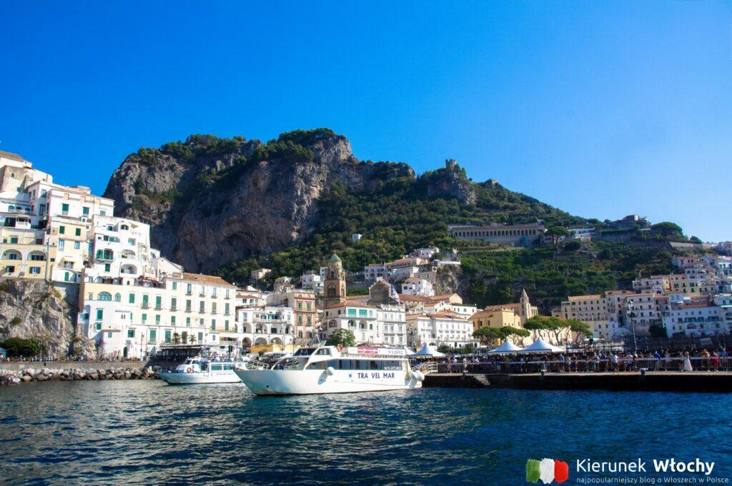 przystań, z której odpływają statki w Amalfi, Wybrzeże Amalfitańskie, Włochy (fot. Łukasz Ropczyński, kierunekwlochy.pl)
