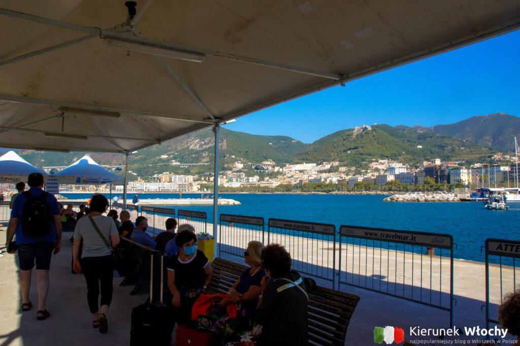 przystań w Salerno przy Piazza Concordia, z której odpływaliśmy statkiem do Positano (fot. Łukasz Ropczyński, kierunekwlochy.pl)