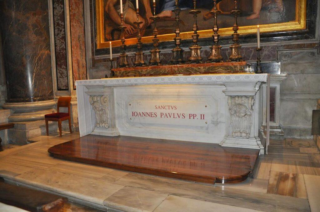 grób papieża św. Jana Pawła II w Bazylice św. Piotra w Watykanie