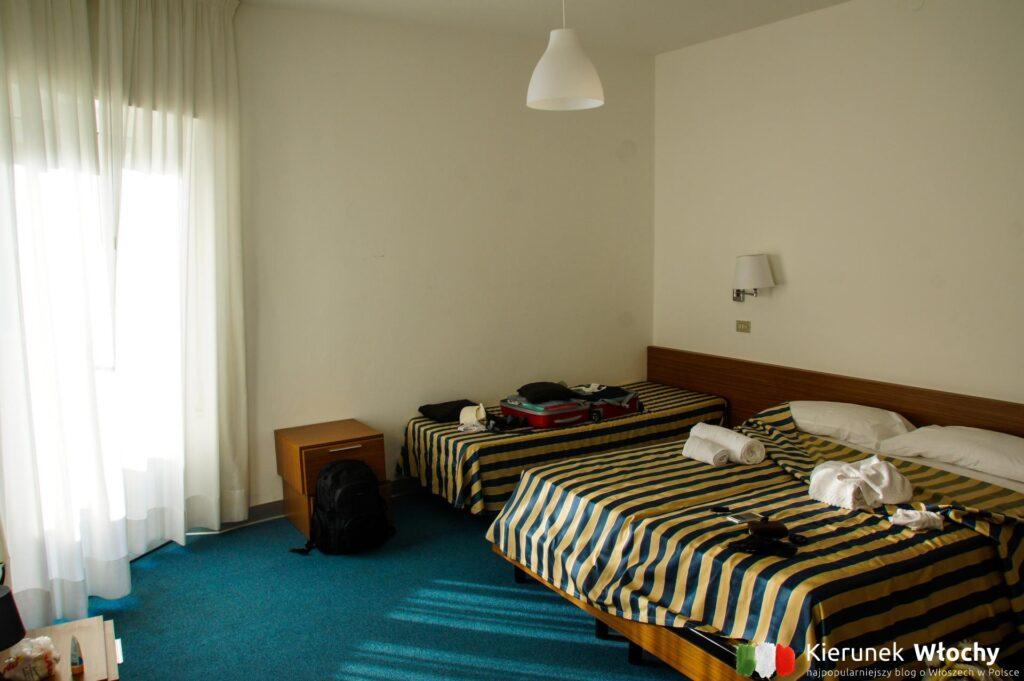 nasz pokój w Hotelu Aurora, noclegi we Włoszech (fot. Łukasz Ropczyński, kierunekwlochy.pl)