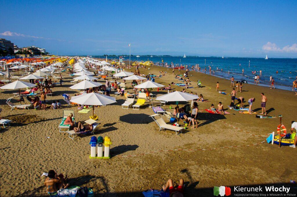 plaża w centrum Lignano, noclegi we Włoszech (fot. Łukasz Ropczyński, kierunekwlochy.pl)